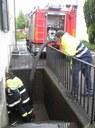 HLF beim auspumpen des Bodolzer Rathauses